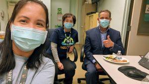 Laboratory professionals enjoying their lunch with GSR Director, Nick Sefayan.